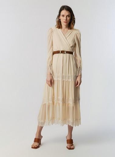 Monamoda Güpür Dantel Şeritli Anvelop Kapama Şifon Elbise Bej